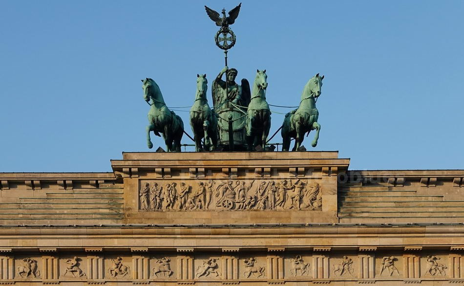 BRANDENBURGER TOR - QUADRIGA - BERLIN-MITTE