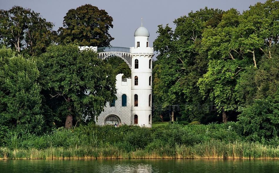 STILISIERTES SCHLOSS AUF DER PFAUENINSEL - BERLIN-WANNSEE - UNESCO WELTERBE