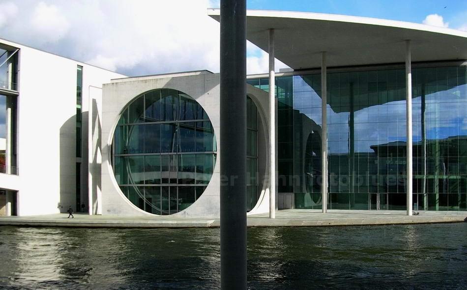 BUNDESTAGSGEBÄUDE AN DER SPREE - BERLIN-MITTE