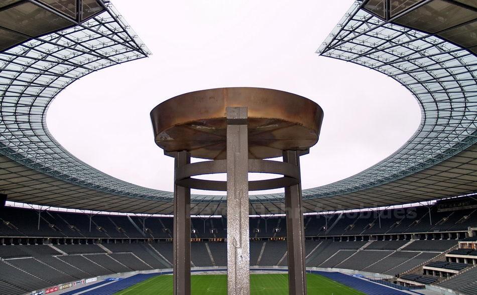 MARATHONTOR IM OLYMPIASTADION - BERLIN-CHARLOTTENBUG - DEUTSCHLAND-GERMANY