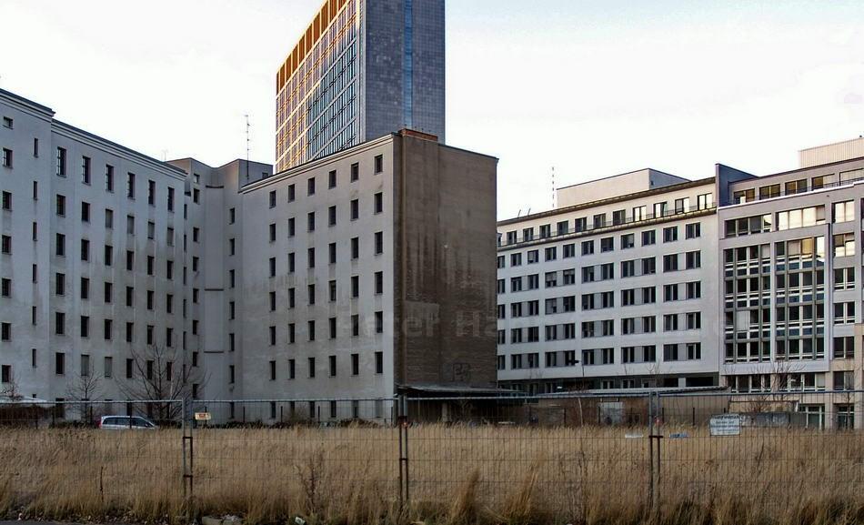 HÄUSERFRONT - BERLIN-MIITE