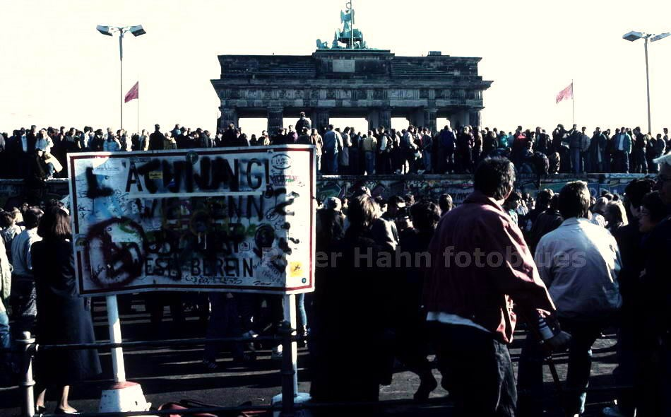 BRANDENBURGER TOR AM 10. NOVEMBER 1989 - BERLIN