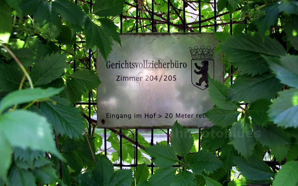 ZUM GERICHTS VOLL ZIEHER - BERLIN
