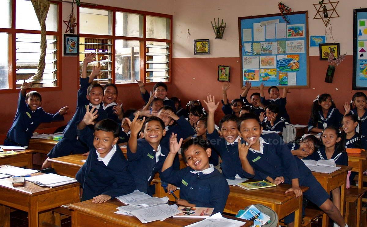SCHULKLASSE - DENPASAR - BALI - INDONESIEN-INDONESIA