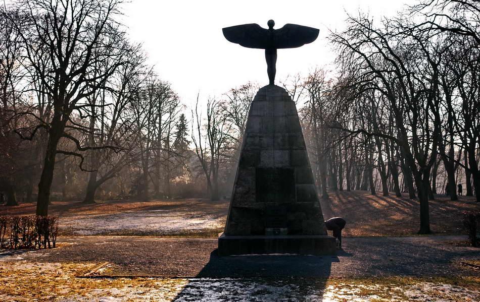 Peter Hahn fotoblues Impressionen Bäkepark Lichterfelde Berlin Lichterfelde Lilienthal Denkmal 5a konv1