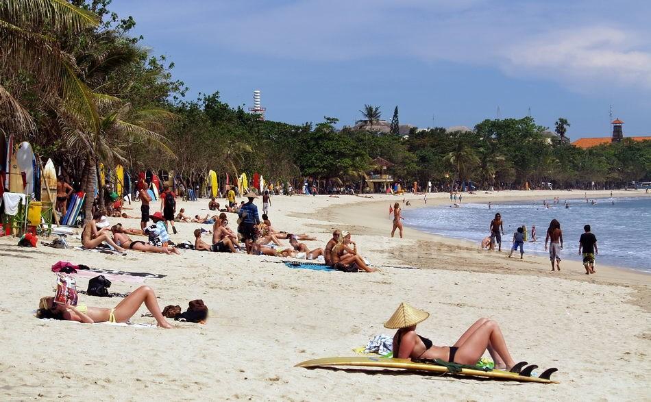 KUTA - BALI - INDONESIEN-INDONESIA - BEACH