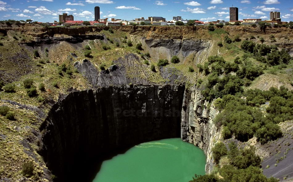 BIG HOLE - GEGRABEN WEGEN DIAMANTEN - KIMBERLEY - SOUTH AFRICA