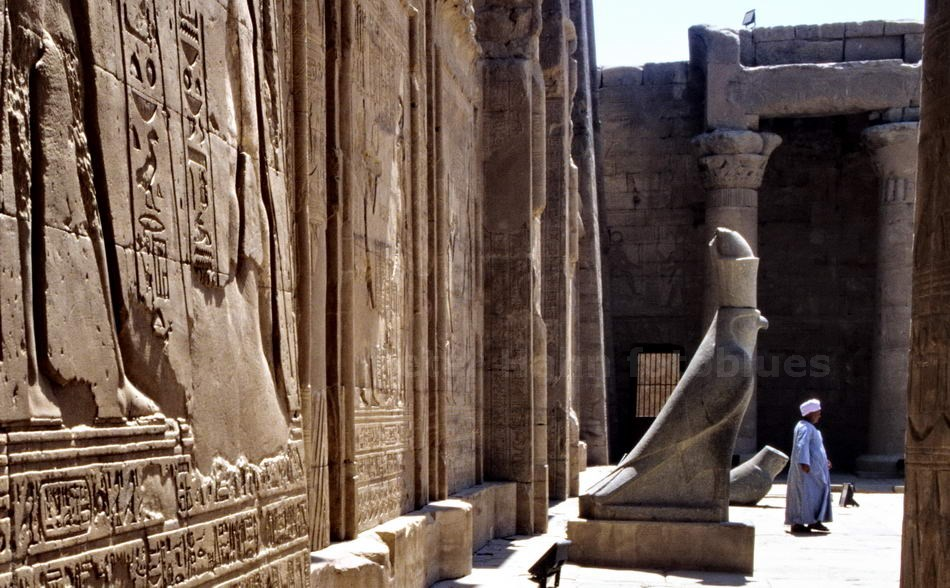 EDFU - ÄGYPTEN-EGYPT - HORUS IM TEMPEL