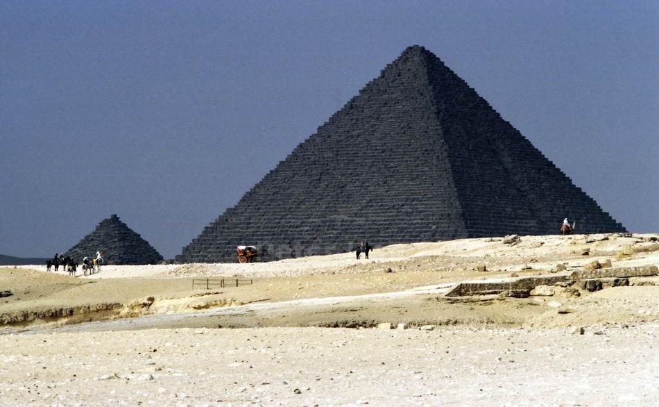 GIZEH - KAIRO - ÄGYPTEN-EGYPT - SCHWARZE PYRAMIDEN