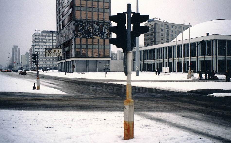 BERLIN-OST - DDR - AM ALEXANDERPLATZ