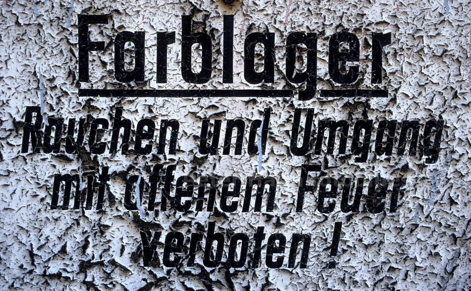 BITTERFELD - DDR - FARBLAGER