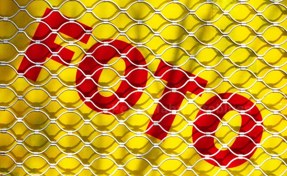FOTO HINTER GITTERN - BARCELONA - SPAIN