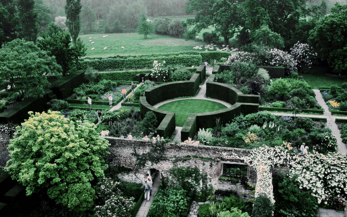 SISSINGHURST GARDEN - KENT - GREAT BRITAIN
