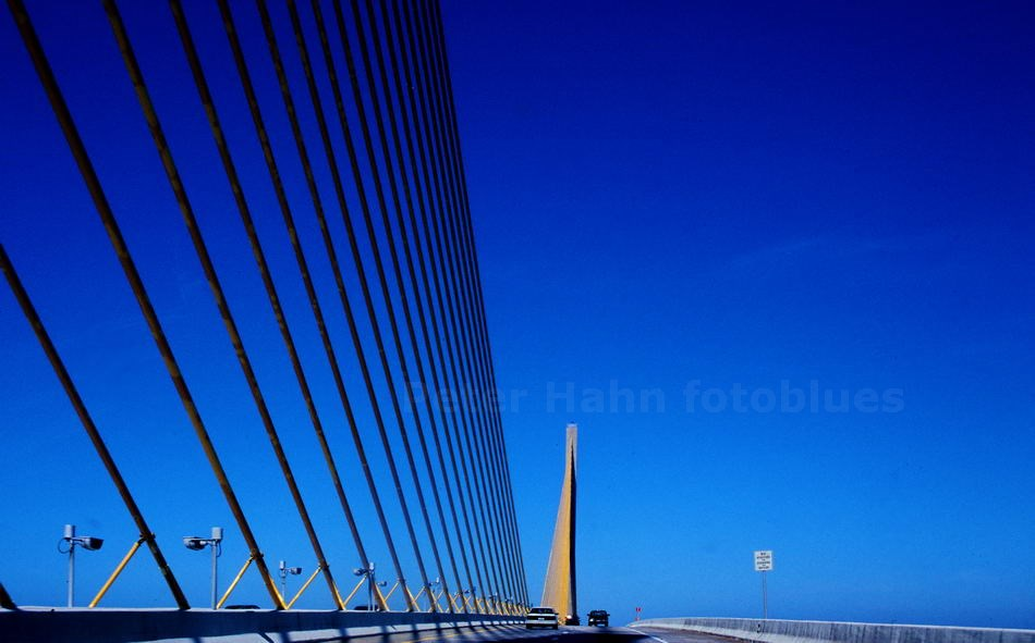 SAINT PETERSBURG - FLORIDA-USA - SUNSHINE SKYWAY BRIDGE ÜBER DIE TAMPA BAY - 8.851 M LANG - 1987 ERRICHTET