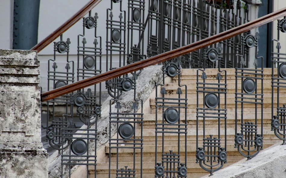 PULA - ISTRIEN - KROATIEN-CROATIA - JUGENSTILGELÄNDER DER MARKTHALLE