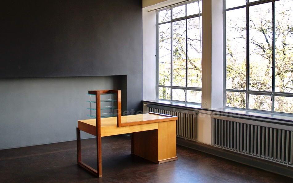 DESSAU - SACHSEN-ANHALT-GERMANY - BAUHAUS - 19125-1926 - SCHREIBTISCH - W. GROPIUS