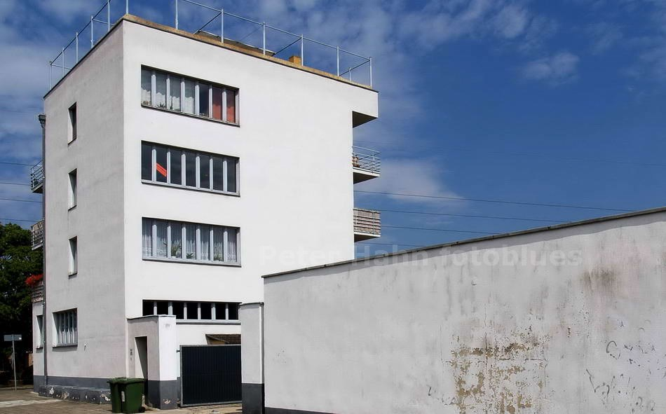 DESSAU-TÖRTEN - SACHSEN ANHALT-GERMANY - KONSUMGEBÄUDE
