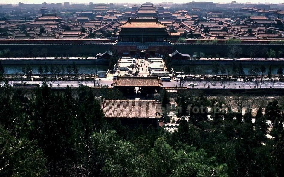 PEKING - CHINA - KAISERPALAST - VERBOTENE STADT -GESEHEN VOM JINGSHAN-HÜGEL
