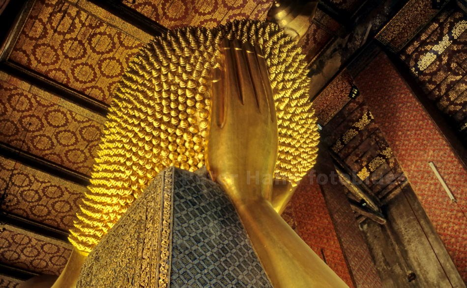 BANGKOK - THAILAND - LIEGENDER BUDDHA