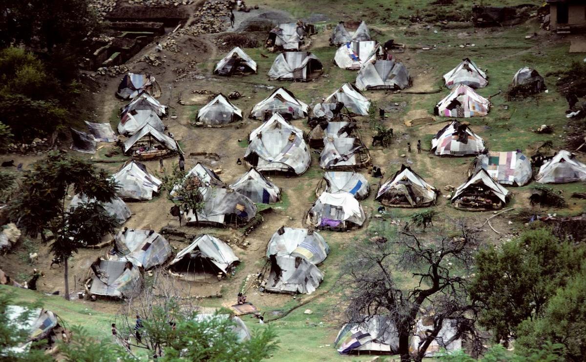 SRINAGAR - KASCHMIR - INDIEN-INDIA - FLÜCHTLINGSCAMP