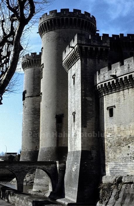 TARASCON - ARLES-PROVENCE- FRANCE - BURG AN DER RHONE