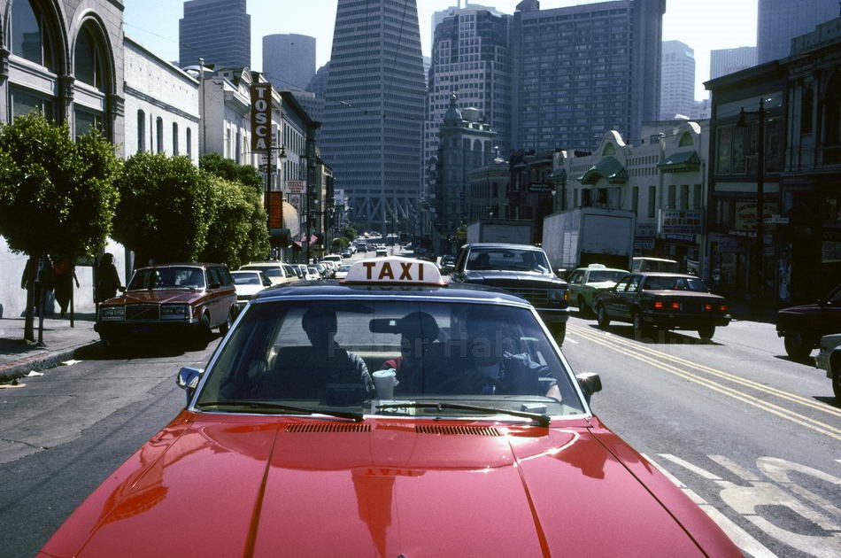 TAXI IS DRIVING - SAN FRANCISCO - USA